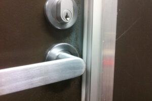 15-soundproofing-doors